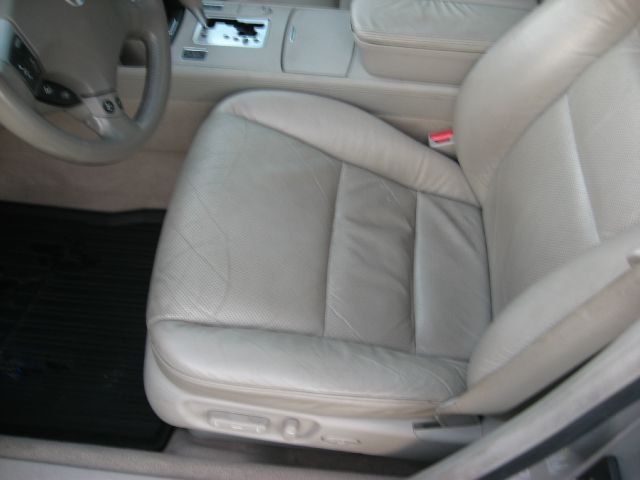 2005 Acura RL 4dr Laredo 4WD 4x4 SUV