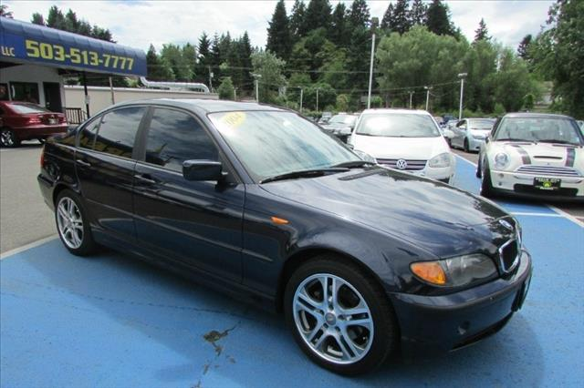2004 BMW 3 series AWD 4DR 7-pass GRAY INT