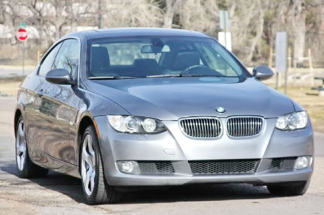 2008 BMW 3 series 4X4 Sunroof, Leather