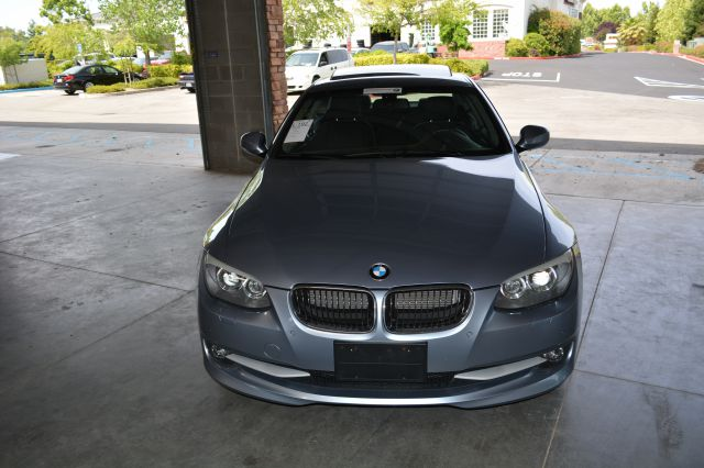 2011 BMW 3 series T6 AWD Moon Roof Leather