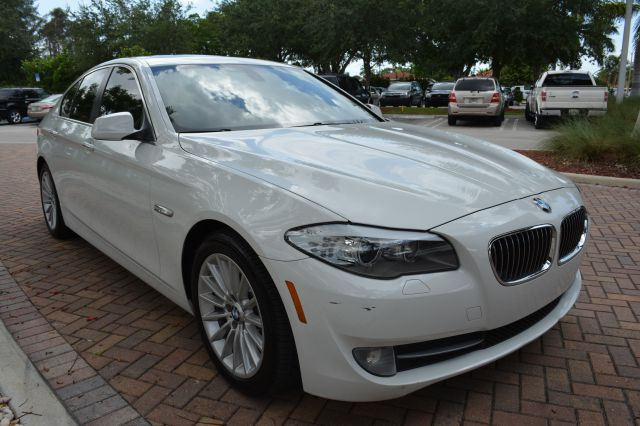 2011 BMW 5 series T6 AWD Leather Moonroof Navigation