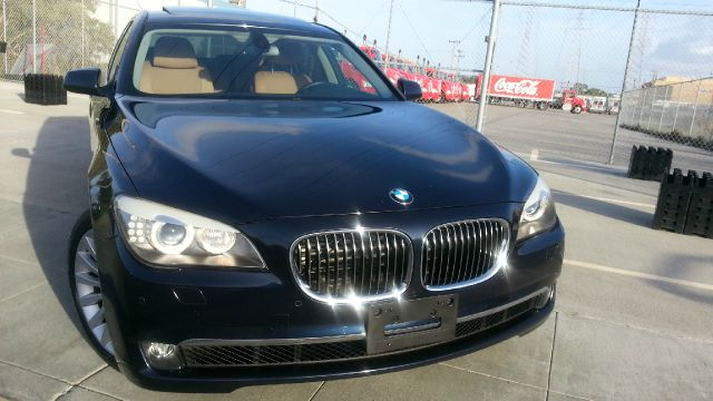 2011 BMW 7 series XLE Sedan 4D