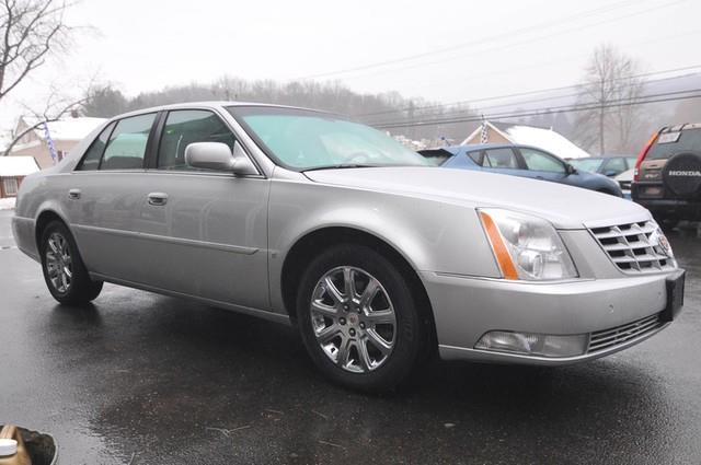 2009 Cadillac DTS 2WD Supercrew Styleside 5-1/2 Ft Box XLT