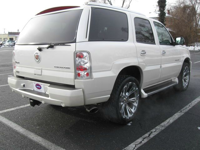 2004 Cadillac Escalade EX - DUAL Power Doors