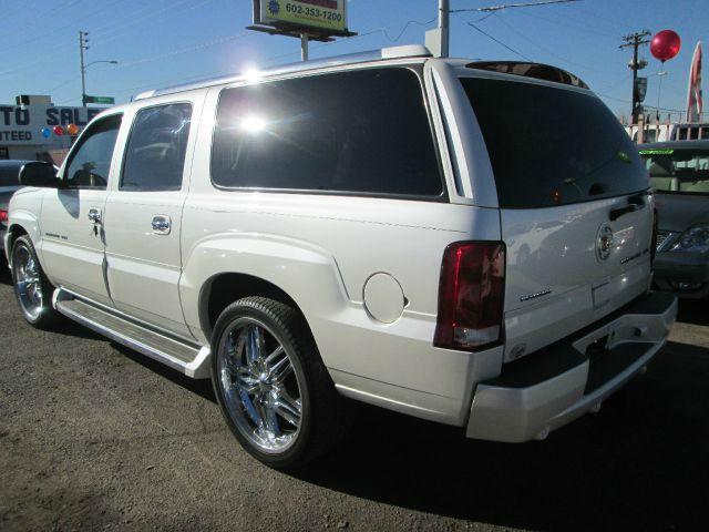 2005 Cadillac Escalade ESV 323ci