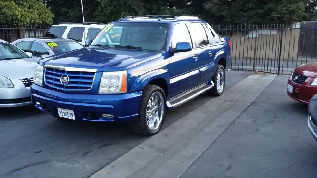 2003 Cadillac Escalade EXT Tech With Rear Entertainment