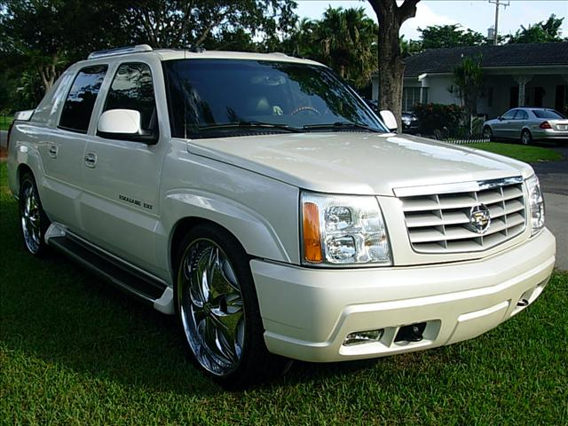 used cadillac escalade ext for sale edmunds. Black Bedroom Furniture Sets. Home Design Ideas