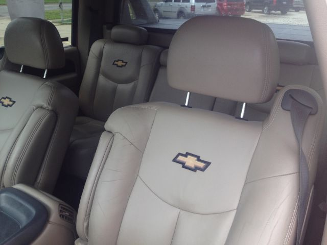 2002 Chevrolet Avalanche Crew Cab Amarillo 4X4