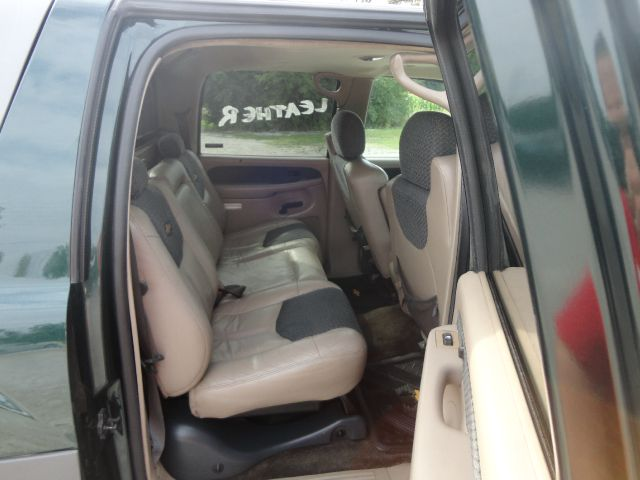 2002 Chevrolet Avalanche C350 4dr Sdn 3.5L Sport RWD Sedan