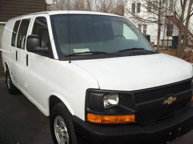 2008 Chevrolet Express 750i 4dr Sdn