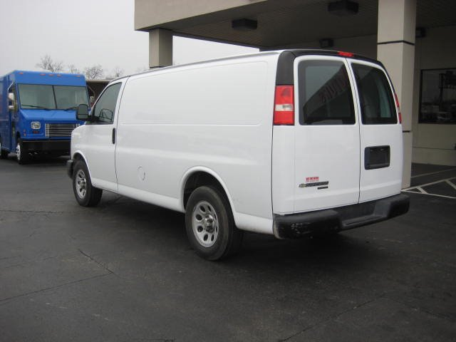 2012 Chevrolet Express 750i 4dr Sdn