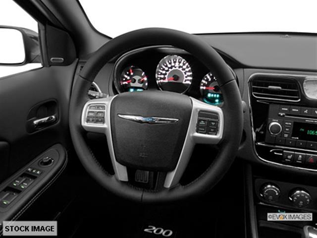 2014 Chrysler 200 SLT 25