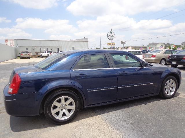 2005 Chrysler 300 LS Pickup 2D 8 Ft
