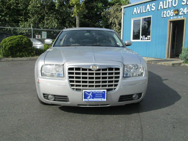 2006 Chrysler 300 LS Flex Fuel 4x4 This Is One Of Our Best Bargains