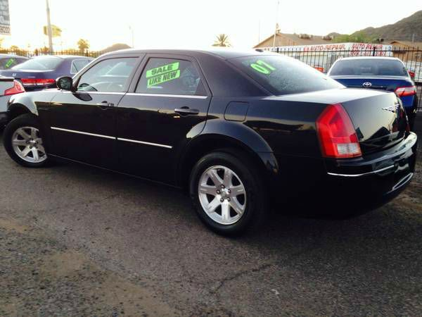 2007 Chrysler 300 LS Flex Fuel 4x4 This Is One Of Our Best Bargains