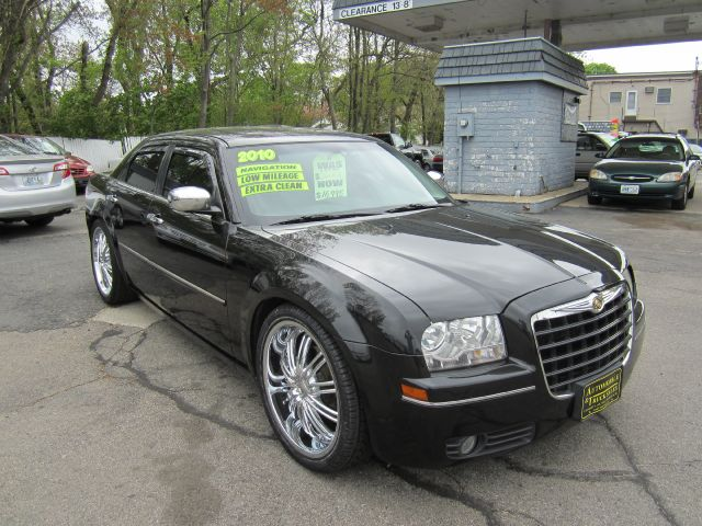 2010 Chrysler 300 LS Flex Fuel 4x4 This Is One Of Our Best Bargains
