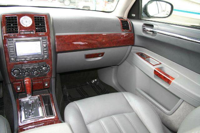 2005 Chrysler 300C Regular Cab