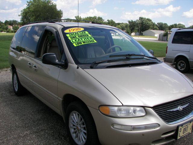 1999 chrysler town and country h6 l l bean details mt zion il 62549. Black Bedroom Furniture Sets. Home Design Ideas