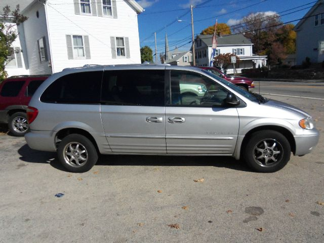 2001 Chrysler Town and Country SLT 25
