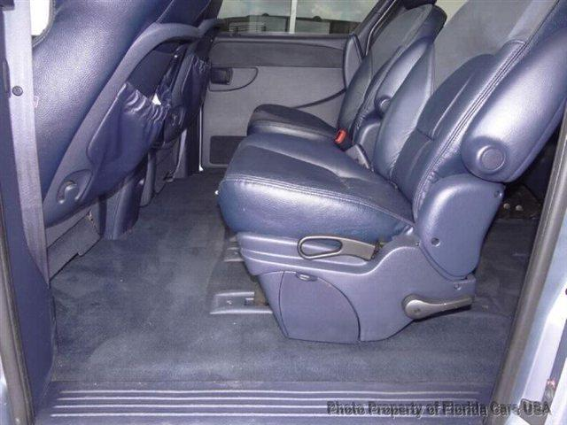 2003 Chrysler Town and Country A7X9