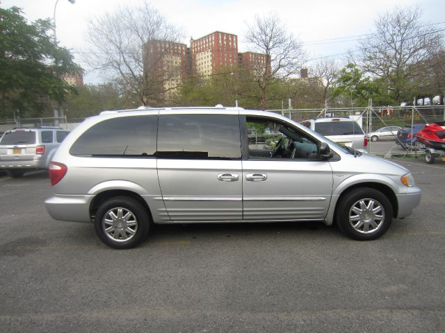 2004 chrysler town and country touring details brooklyn ny 11224