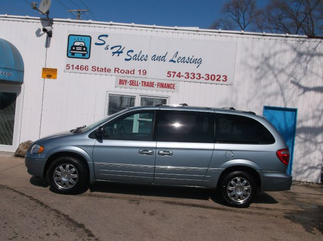 2005 Chrysler Town and Country SLT 25