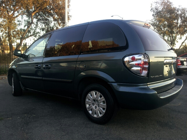2005 Chrysler Town and Country Elk Conversion Van