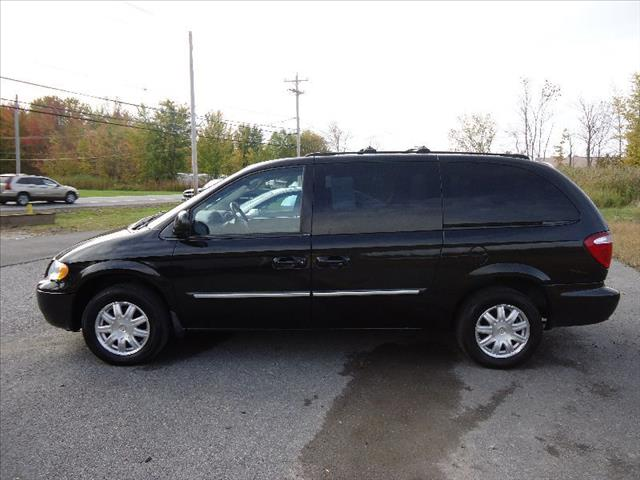 2006 Chrysler Town and Country SLT 25