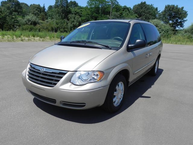 2006 chrysler town and country touring details stevensville mi 49127. Cars Review. Best American Auto & Cars Review