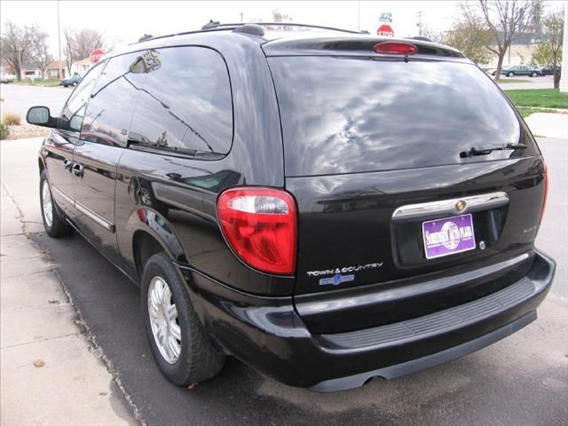 2006 chrysler town and country touring details omaha ne 68117. Black Bedroom Furniture Sets. Home Design Ideas