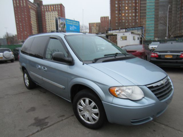 2006 Chrysler Town and Country 3.5