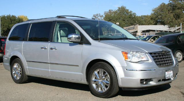 2008 Chrysler Town and Country SLT 25