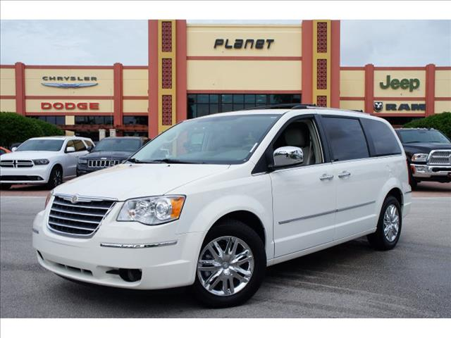 2009 Chrysler Town and Country SLT 25