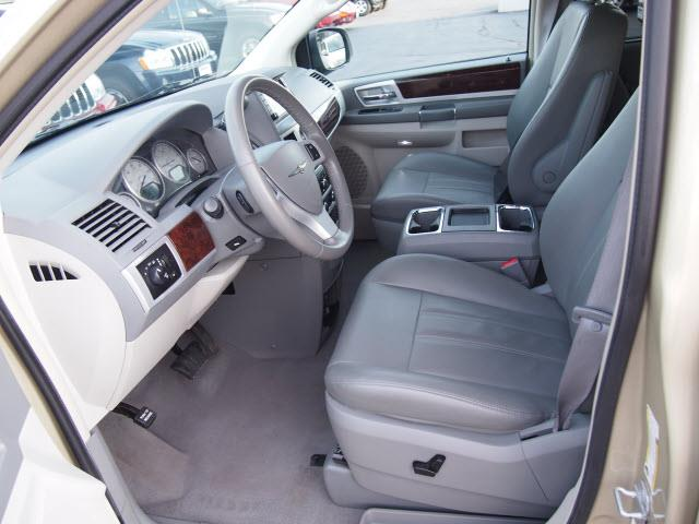 2010 chrysler town and country details hermitage pa 16148 for Scheidemantle motors hermitage pa