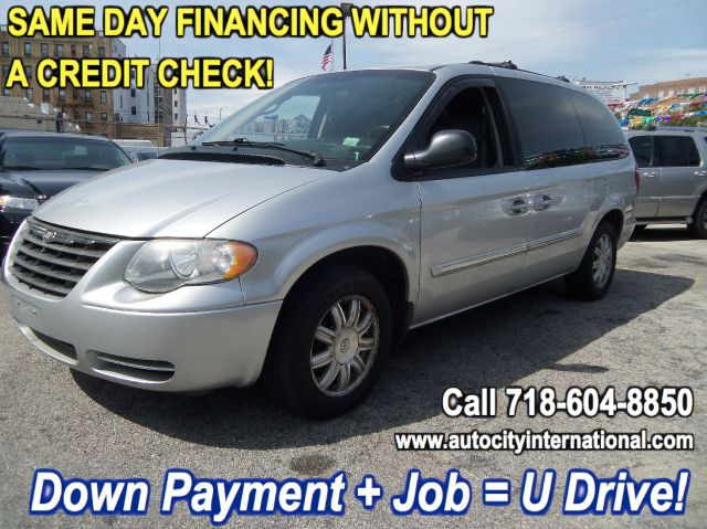 2005 Chrysler Town and Country T6 AWD Moon Roof Leather