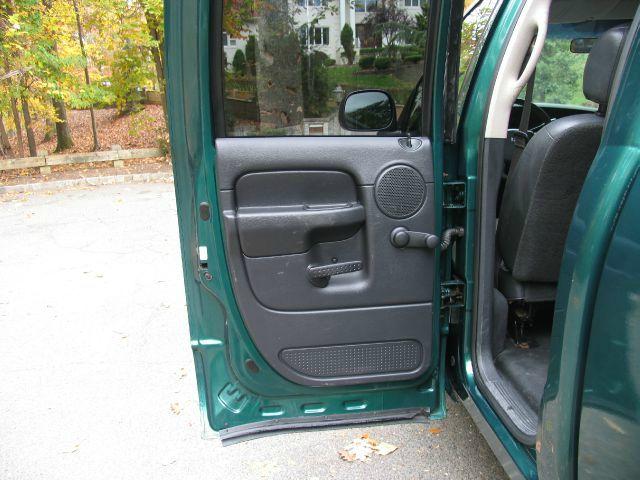 2004 Dodge Ram 1500 4dr LX 4WD Auto