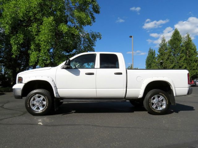 2005 Dodge Ram Pickup 2500 Sport Hard Top
