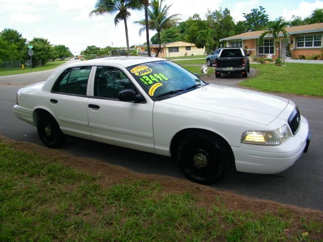 2003 Ford Crown Victoria Luxury