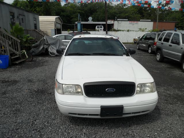 2004 Ford Crown Victoria Luxury