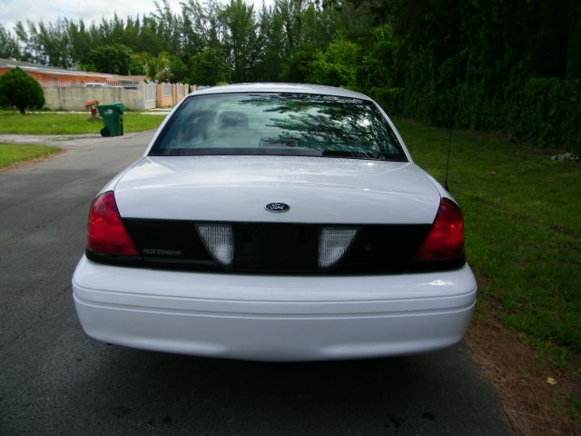 2005 Ford Crown Victoria Luxury
