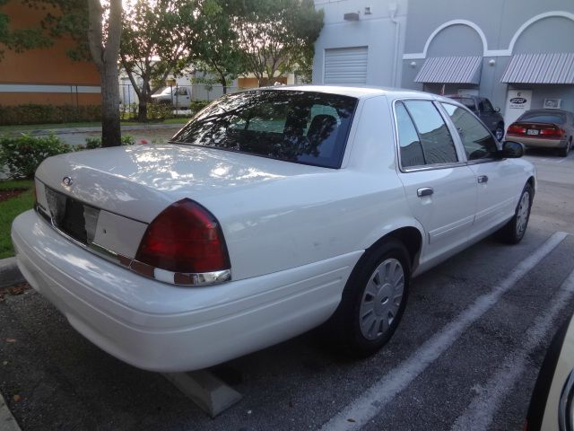 2006 Ford Crown Victoria Luxury
