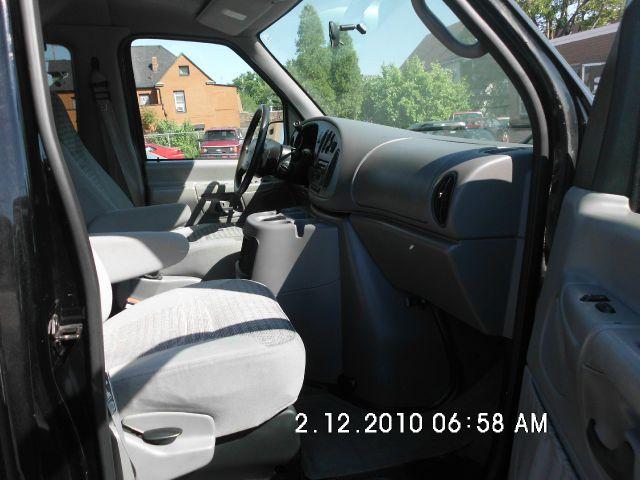 2002 Ford E-Series Wagon Super CAB 5.4L V8
