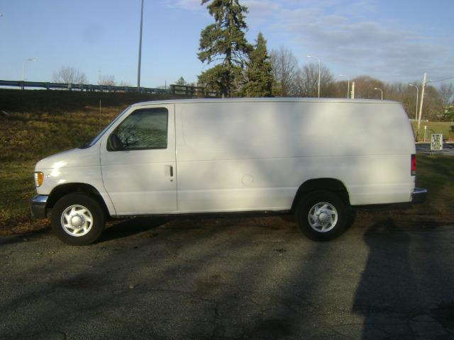 2001 Ford Econoline 2.5 S Model