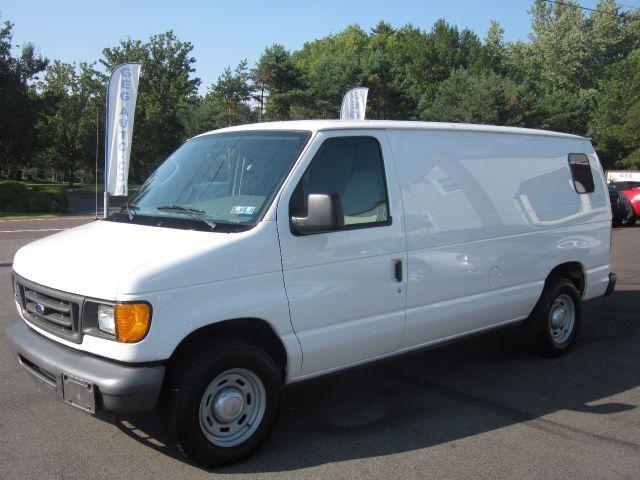 2004 Ford Econoline SE Truck