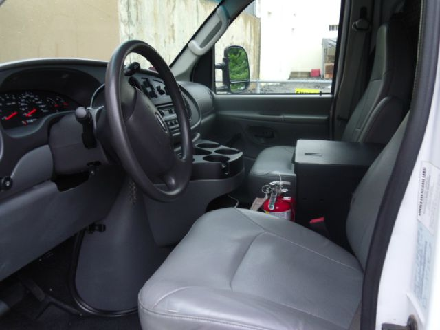 2008 Ford Econoline 4dr 4WD SLE Commercial