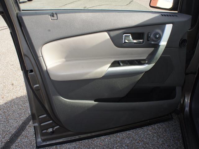 2013 Ford Edge SLT 25