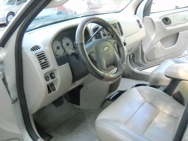 2003 Ford Escape 4dr Sdn LE V6 Auto