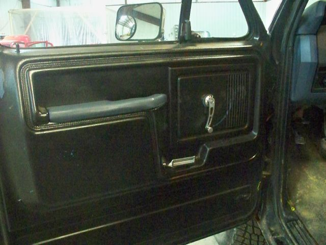 1985 Ford F150 4WD 4dr AT
