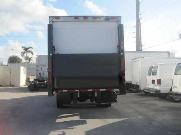 2007 Freightliner m-2 26 ft box truck