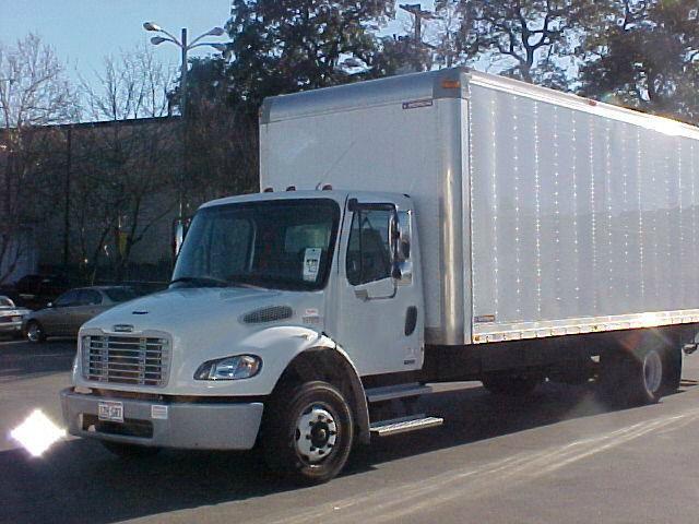 2008 Freightliner m-2 26 ft box trucka